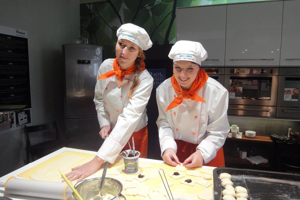 Studentky pečou koláčky