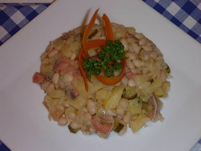 bramborový salát se sledi